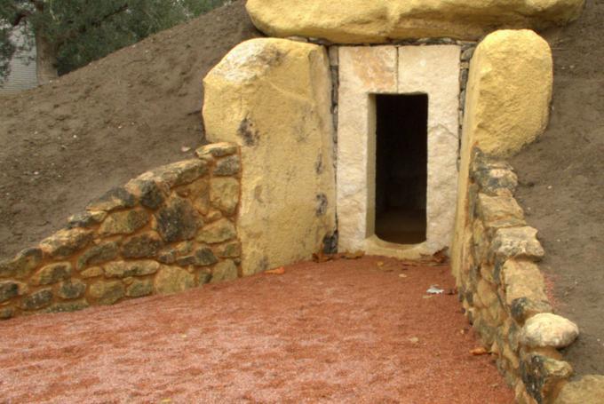 'El Dolmen. Vestigios de la prehistoria' en Parque de las Ciencias (Granada)