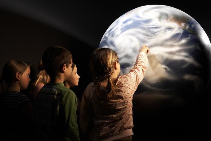 Taller 'Planetas y estrellas' en CaixaForum Girona (Girona)