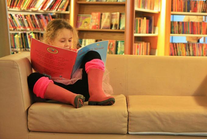 'Os sábados son para ler con Sarabela' en Biblioteca Pública de Ourense (Ourense)