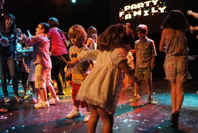 'Party Family Flower Power' con DJ Mom en Luz de gas (Barcelona)