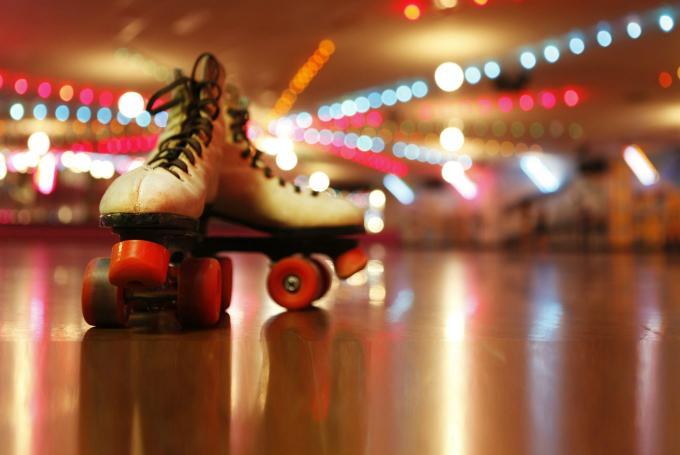 Disco roller, exhibiciones y juegos con patines en Complejo Deportivo Los Cerros (Valladolid)
