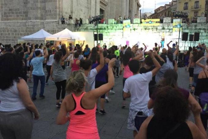 Convivencia interasociativa, freshaddiction y tributo a Estopa en Plaza de Portugalete (Valladolid)